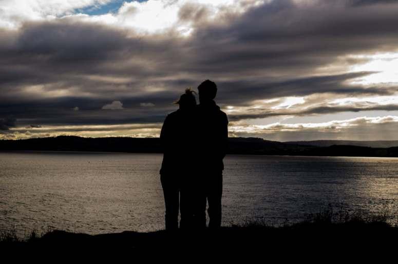 couple-love-romantic-silhouette