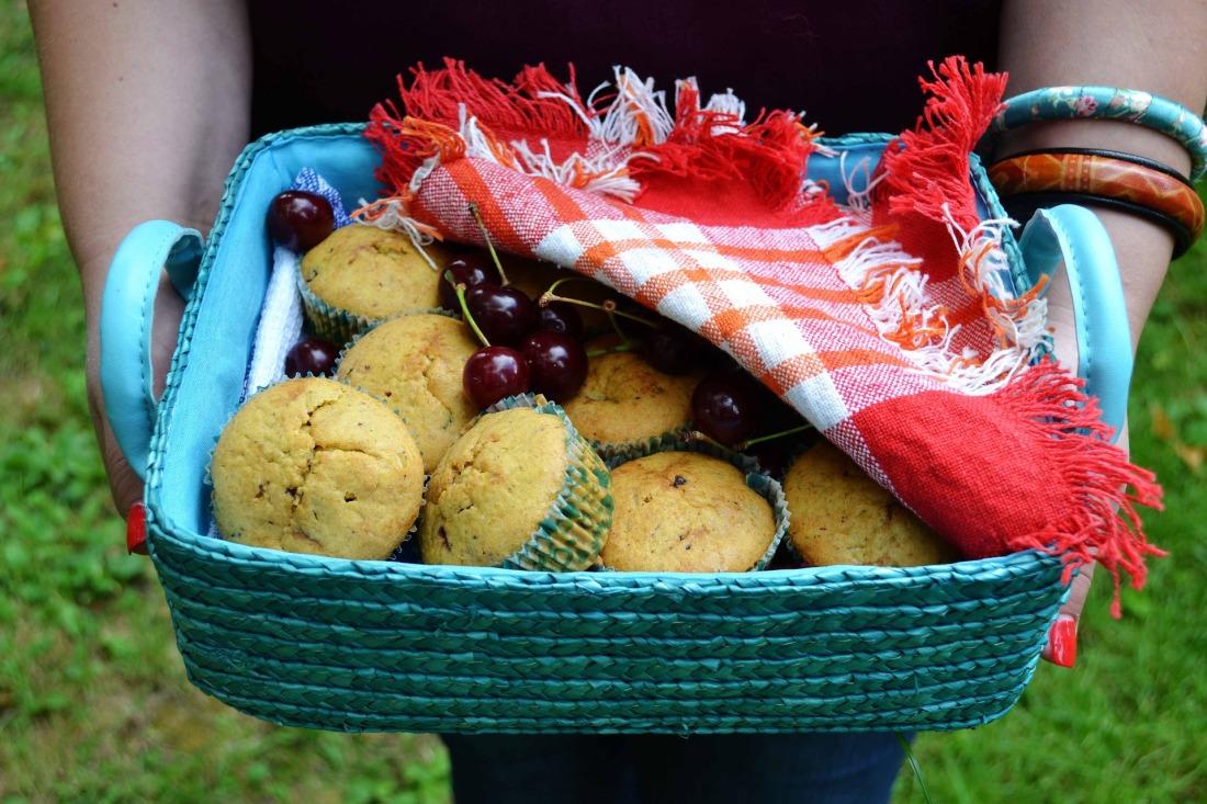muffins-basket-2003207_1920